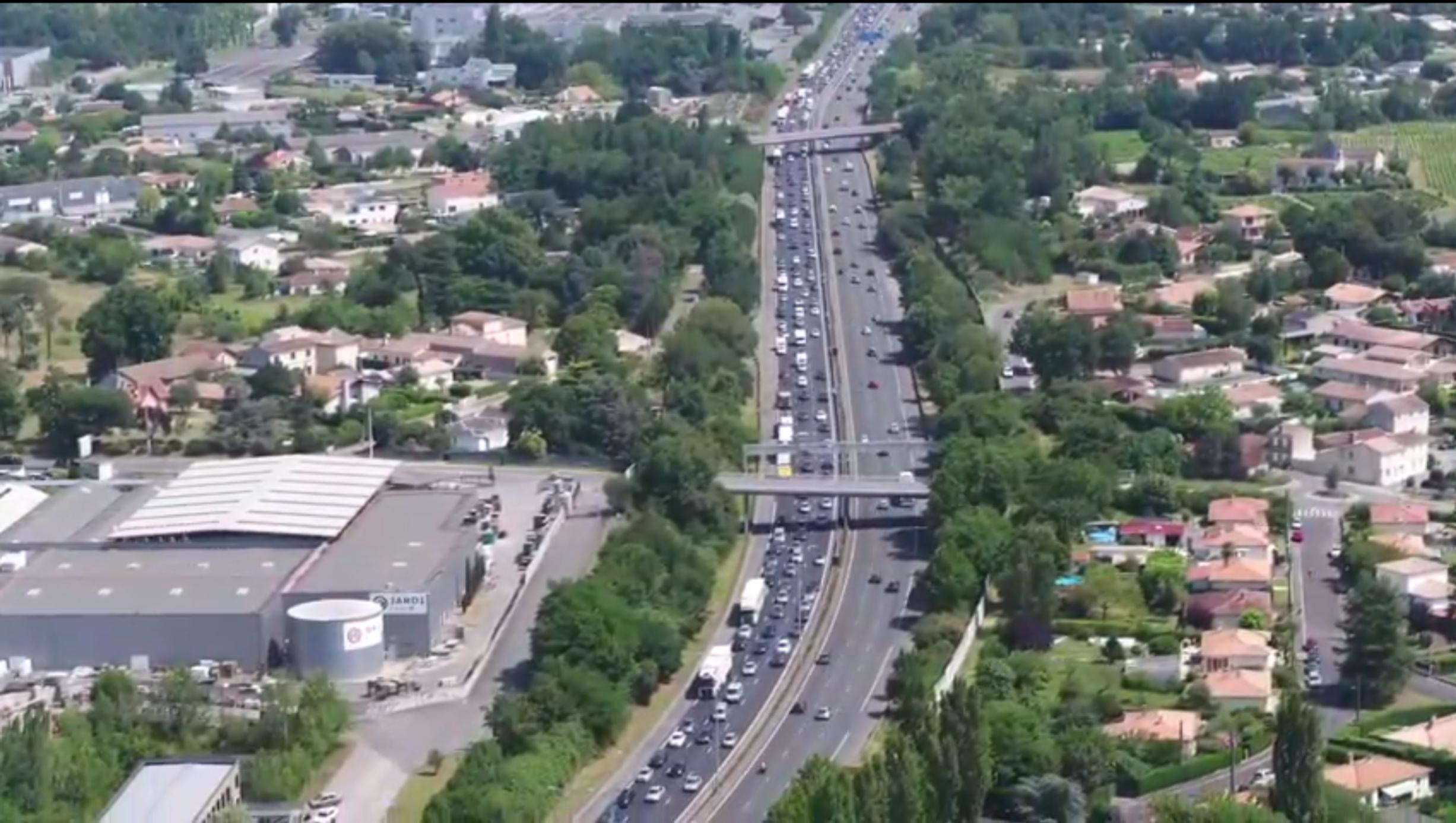 Drone trafic au-dessus de l'A10 avant d'entrer dans Bordeaux en provenance de Paris